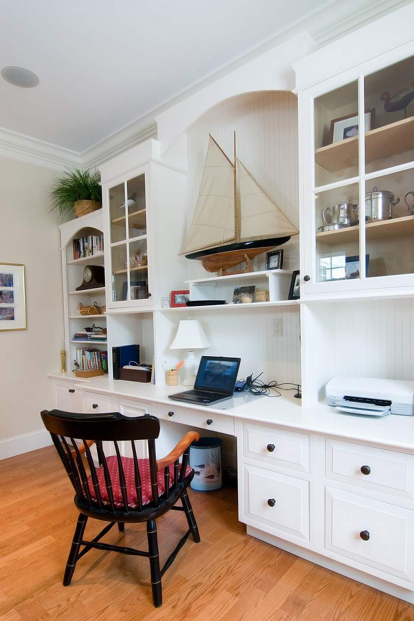 custom-office-furniture