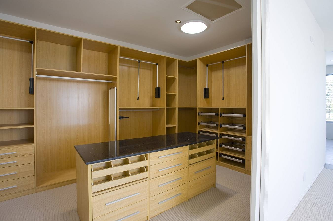 custom-walk-in-closets